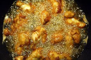 Deep_frying_chicken